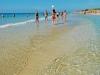acqua-poco-profonda-nelle-spiagge-di-pescoluse-lecce