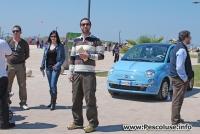 Gli Amici dell\'Associazione Li Diavulicchi alle prese con la vendita dei biglietti per la vincita della Fiat 500