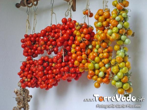 pomodori salentini appesi