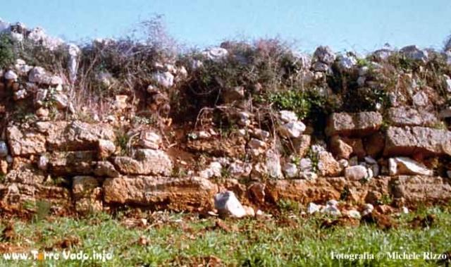 antiche mura messapiche a VERETO
